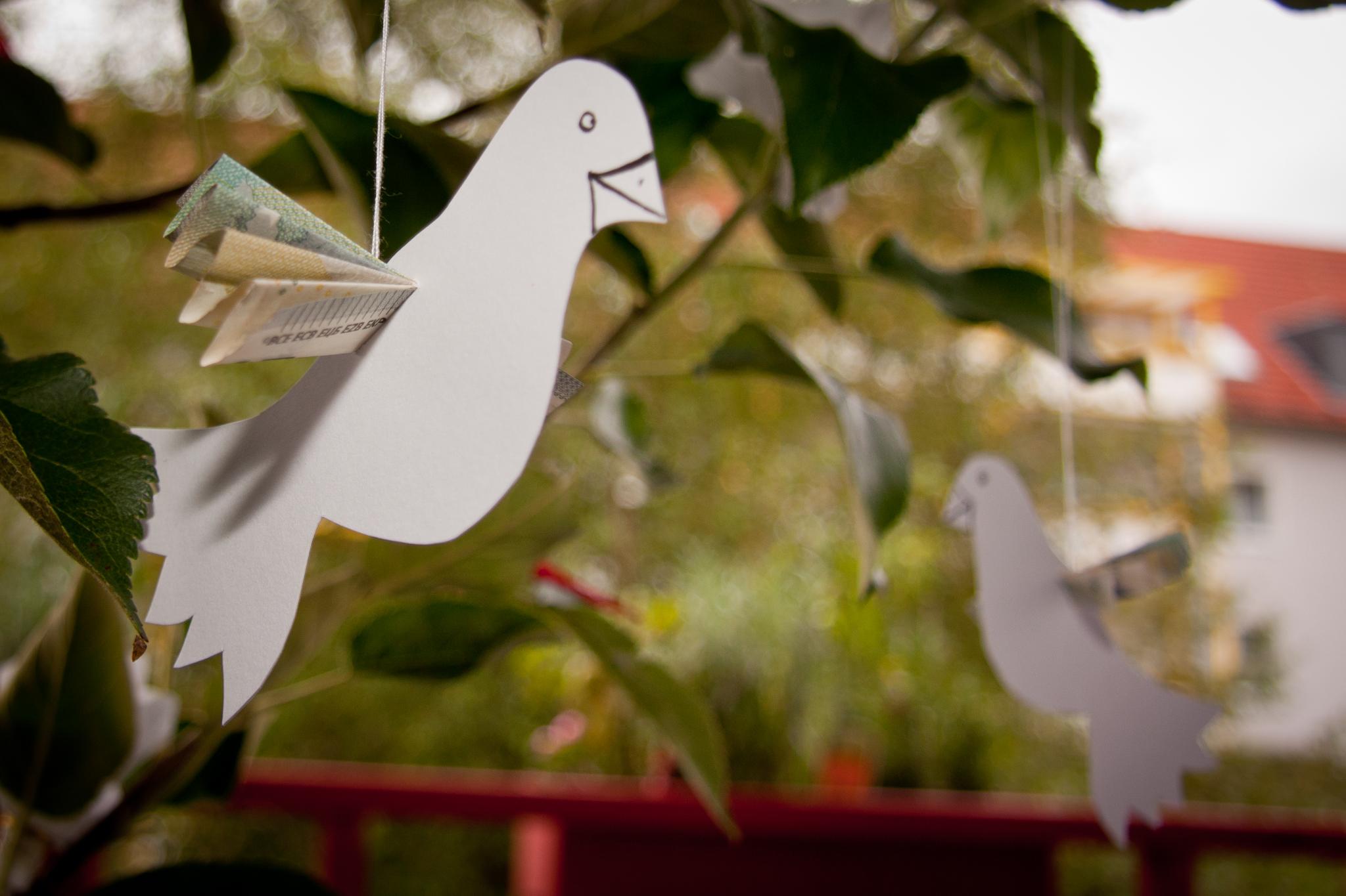 ... letzt wurde auch ein Brautpaar als Tauben mit in den Baum dekoriert