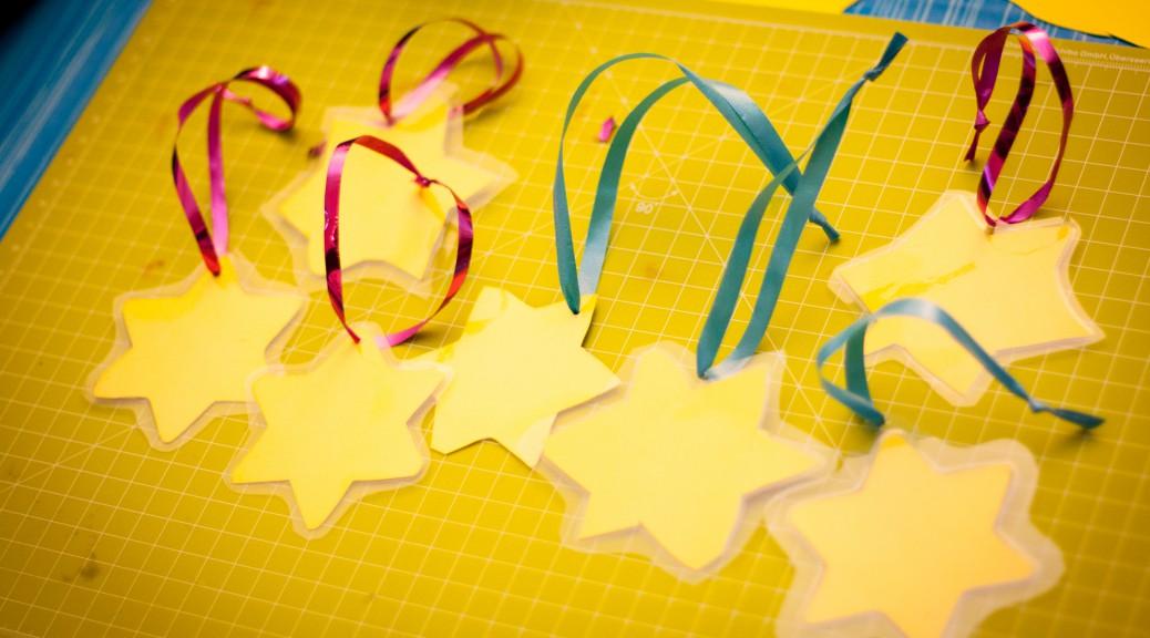 Wasserfeste Weihnachtsbaum-Dekoration aus Tonkarton