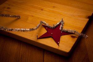 Christbaumschmuck zu Weihnachten aus Pfeifenputzern - schnell und einfach mit den Kindern gebastelt