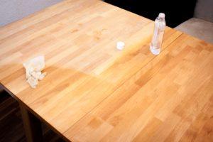 Projekt: Ikea Tisch Norden abschleifen - Einölen des Holzes