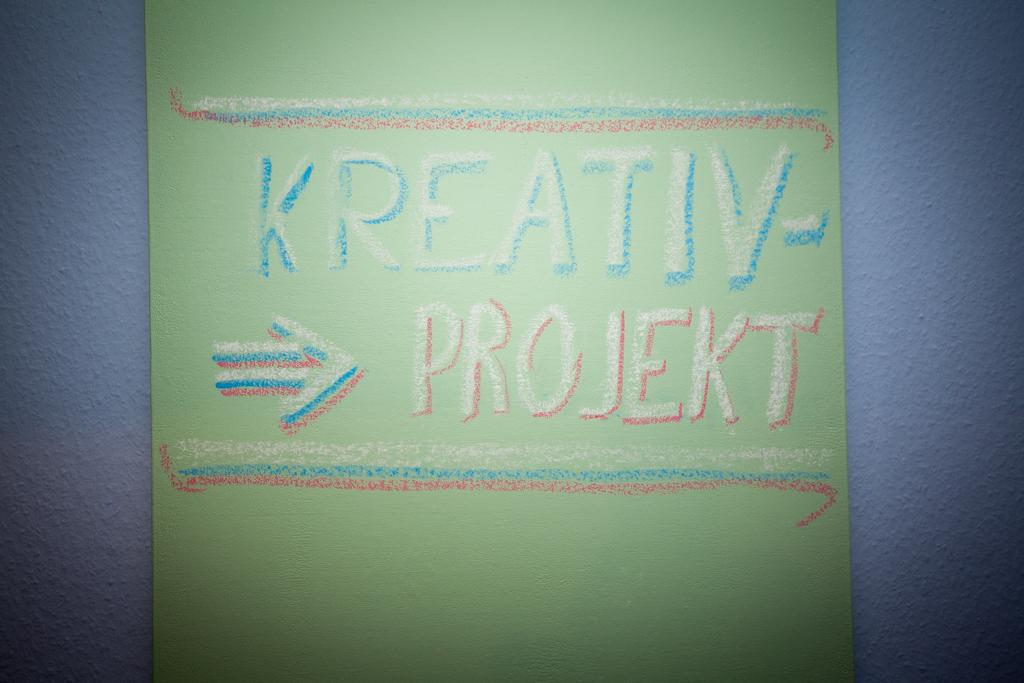 Diy eine helle und magnetische tafel mit eisenfarbe und tafelfarbe unser kreativblog - Magnetische wandtafel ...