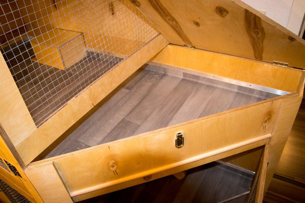 DIY - Kaninchenstall - Der Boden ist mit PVC ausgeschlagen