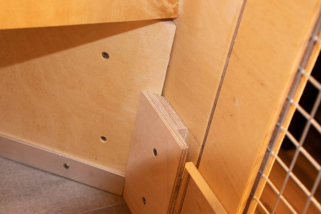 DIY - Kaninchenstall - Halterung der Plexiglasscheibe