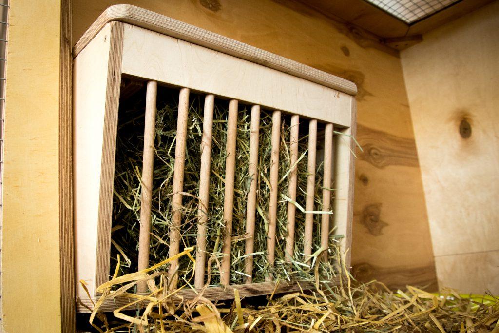 DIY - Kaninchenstall - Heuraufe